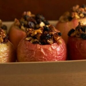 Baked Apples with Cranberry and Cinnamon